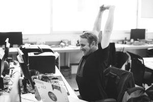Mitarbeiter/innen im IT-Support beantworten Kundenanfragen und entwickeln Problemlösungen.