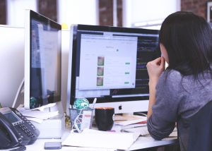 Wir haben Tipps für Softwareentwickler/innen, wie man Programmieren lernt.