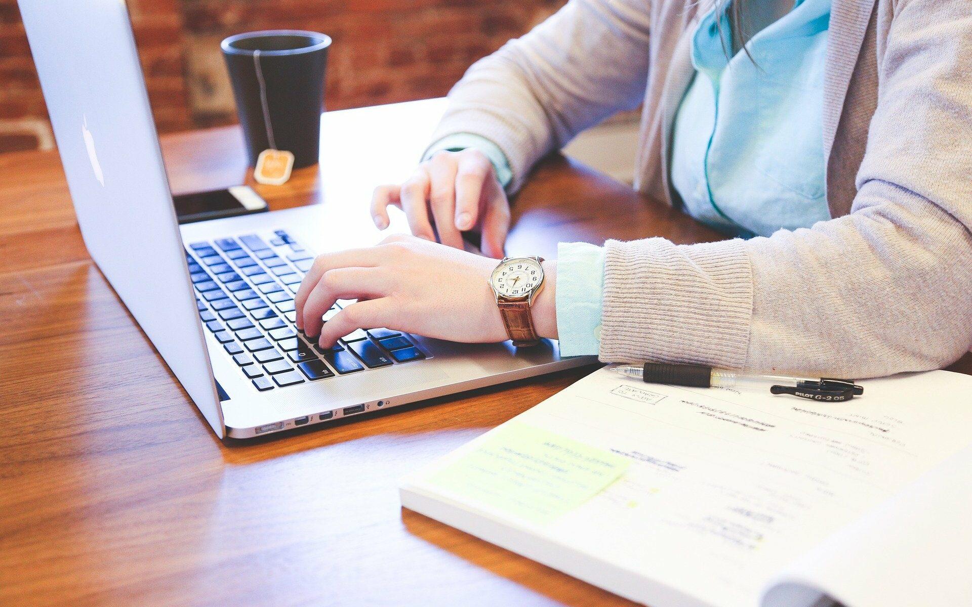 Ein sicheres Umgehen mit dem Computer gehört heutzutage zur Erwartung eines Arbeitgebers. Wir helfen Ihnen Ihre Computerkenntnisse zu erweitern und Erfahrungen zu sammeln.